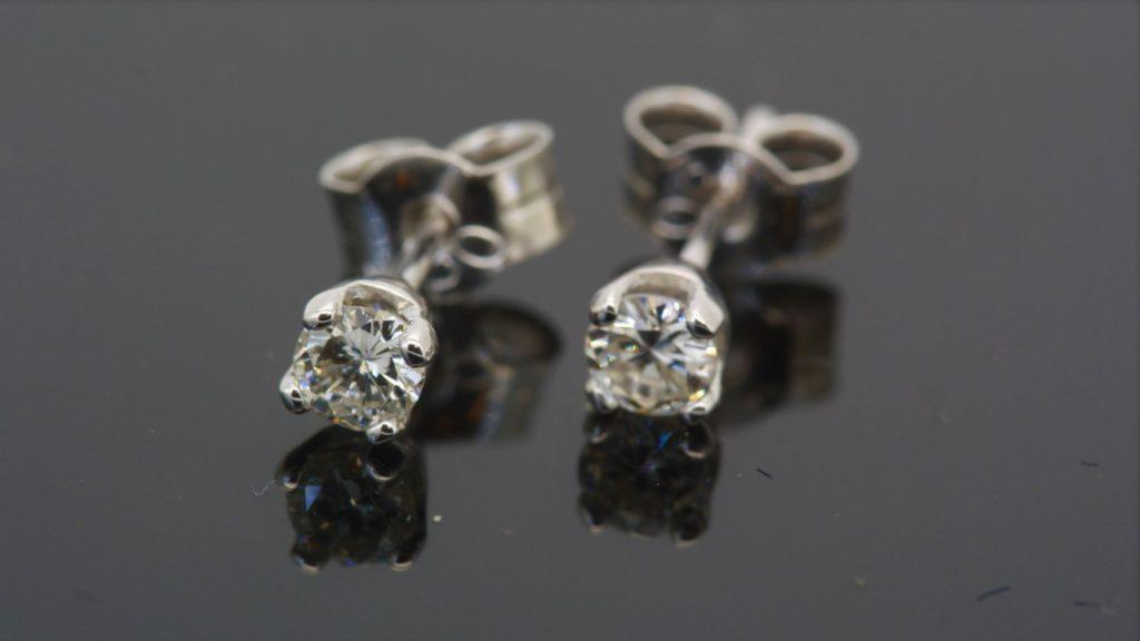 продать серьги с бриллиантами