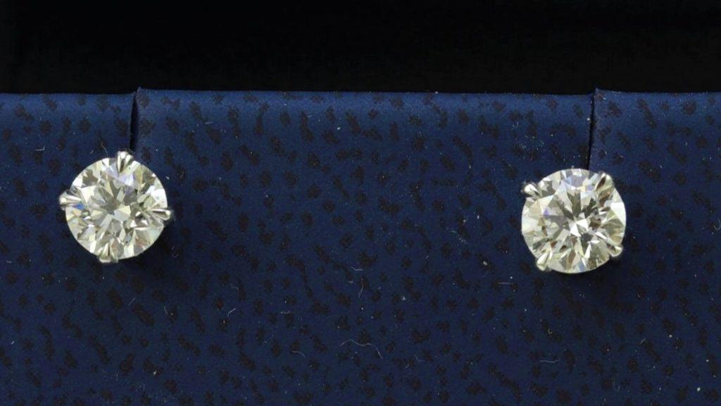 продать сережки с бриллиантами