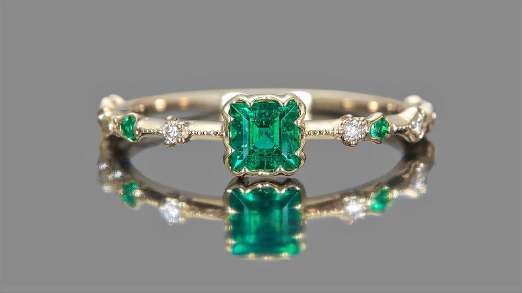 продать кольцо с изумрудом